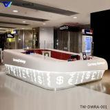 Diodo emissor de luz que ilumina a mesa de recepção transparente