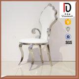 白く贅沢な王冠の高貴な結婚式の椅子の宴会の椅子