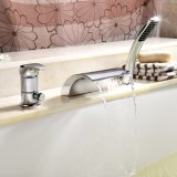 Il foro d'ottone del monticello 3 della piattaforma della stanza da bagno moderna usato estrae il miscelatore del bagno della cascata dei rubinetti di vasca da bagno