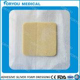 Espuma de plata adhesiva del ion que viste la preparación del cuidado de la herida