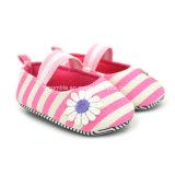 Buntes Streifen-Segeltuch-weiche Babyschuhe für kleine Mädchen