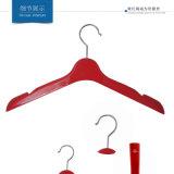 Perchas superiores antideslizantes plásticas para las chaquetas de las mujeres