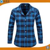 La funda larga de las blusas de las camisas de tela escocesa del algodón de las mujeres remata la camisa de la franela