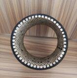 耐食性の陶磁器の並べられたゴム製管