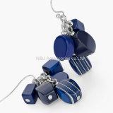 女性型の空の低下イヤリングの宝石類の骨董品の銀のアクリルの青のビードの円形のペンダントはイヤリングをぶら下げる