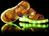 Дети/малыши способа СИД освещают вверх ботинки сандалий