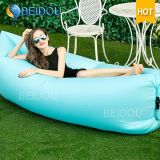Foldable LoungerのLaybagのスリープの状態である豆袋の膨脹可能な空気ソファーベッド