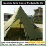 Grande famiglia esterna che fa un'escursione campeggio impermeabile di campeggio della tenda del Teepee 10-Person