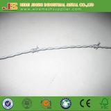 正常なねじれによって電流を通される有刺鉄線