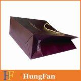 Sacco di carta stampato di colore di lusso con il marchio su ordinazione