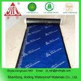 Selbstklebend gelegte wasserdichte Membrane naßmachen