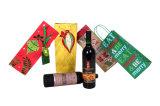 贅沢なハンドルおよび札が付いている金によって補強されるギフトのワイン・ボトルの紙袋