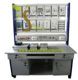 Do instrutor industrial de uma comunicação da rede do laboratório do côordenador elétrico equipamento de ensino técnico