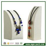 素晴らしい品質のレトロ様式のネックレスの宝石類の表示