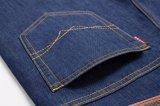 D821人の冬のズボンはデニムのジーンズを暖める
