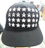 La alta calidad barata del sombrero bordada se divierte los casquillos promocionales