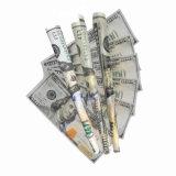 $100ビルのお金によって印刷される煙るロール用紙
