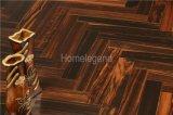 黒檀のヘリンボン寄木細工の床の木製のフロアーリングか設計された木製のフロアーリング