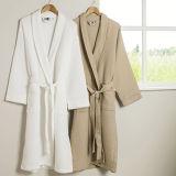 100%Cottonホテルの使用のための白いワッフルの浴衣