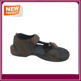 Nuovi sandali della spiaggia di estate per gli uomini
