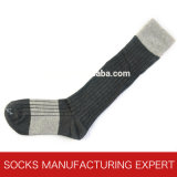 Form-Kamm-Baumwollknie-hohe Socke der Frauen (UBW-010)