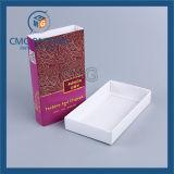 平たい箱との折られた紙箱の出荷