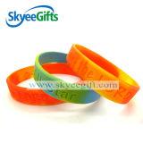 Bracelets tourbillonnés de silicones de Debossed pour la promotion