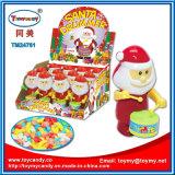 サンタのプラスチックドラマーはキャンデーが付いているおもちゃをからかう