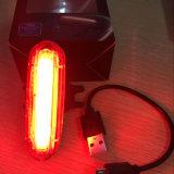 明らかにカスタマイズされる2つのカラー可変性の赤い青か赤い白120lm IP68 USBの再充電可能な後部バイクのテールライトをカバーしなさい