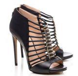 ハイヒールの優雅で、歩きやすい女性の靴