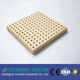 Panneaux muraux acoustiques perforés en bois à structure cohérente compacte