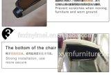 椅子を食事する黒い丸背の金属