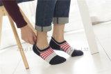 La coupure du bas d'hommes de modèle d'indicateur de mode cogne les chaussettes invisibles de panneau de chaussettes avec le talon de gel de Silicion