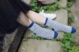 아주 대중적인 거품 공 패턴 도매를 위한 발에 있는 감미로운 소녀 면 양말 형식 Fiting