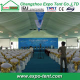 Tenda foranea esterna di evento per cerimonia iniziata