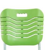 Escritorio y silla diseñados simples del estudiante