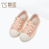 Perlen-Dekoration der Form-Kinder schnüren sich oben beiläufige Segeltuch-Schuhe