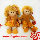 Boneca enchida cabelo de pano da jarda