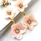 Boucles d'oreille de baisse de fleur rose de Rhinestone longues pour des femmes
