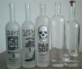 botella de cristal helada por encargo de la vodka 750ml con el tapón del corcho