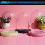 Un coperchio di vetro basso di legno di tre colori per la decorazione domestica