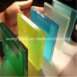 박판으로 만들어진 유리는/박판으로 만들어진 유리/색을 칠한 박판으로 만들어진 유리를 부드럽게 했다