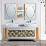Assoalho clássico do projeto que está a vaidade do banheiro do dissipador dobro