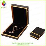 枕が付いている高い等級の金ホイルのギフトの宝石箱