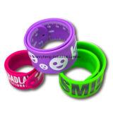 Le bracelet bon marché en bloc fait sur commande en gros de silicones, couleur a rempli le bracelet de bracelet de silicones