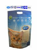 محبوبة قطة يقف [دوغ فوود] فوق حقيبة