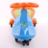 Nuove automobili poco costose di montaggio facili di plastica dell'oscillazione dei capretti di disegno semplice dei giocattoli del bambino