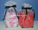 De Bloemblaadjes van de zijde met de Zak van de Gift Organza voor de Gunsten van het Huwelijk