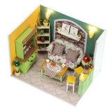 Casa de muñeca de madera educativa del juguete a mano