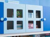 Sala de niños de muebles de madera y con Librero